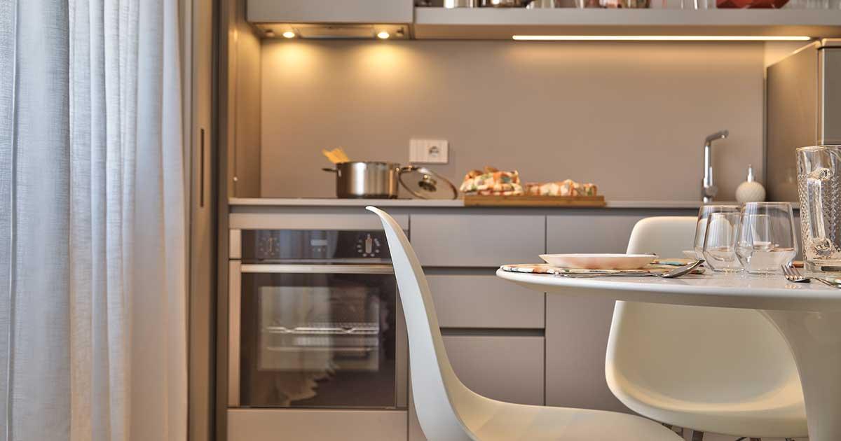 cucina arredata appartamento case vacanze capo d'orlando