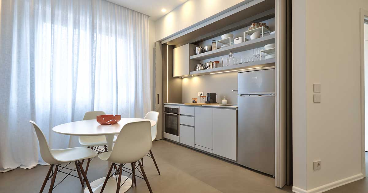 cucina moderna in appartamento in affitto mesi estivi